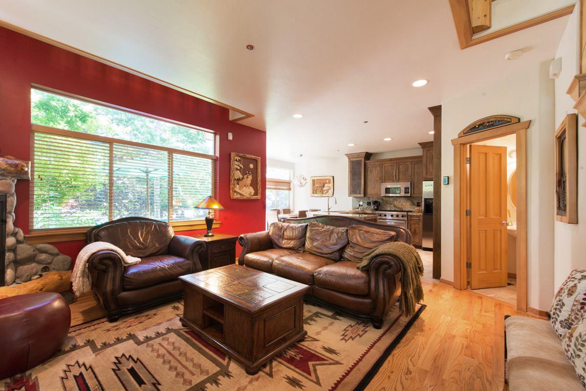 livingroom red wall_1200
